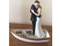 Row away wedding couple in rowboat Cake Topper/figurine