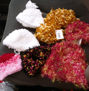 Newborn to toddler size beannie/touques