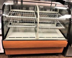 Federal 1/2 refrigerated and 1/2 dry Pastry Display Case - Rare item - warrantyh