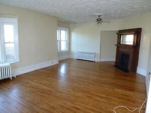Beautiful 2 bedroom +den main level flat in wonderful neighbourh