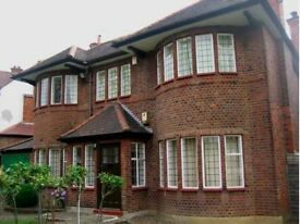 *** BRAND NEW LUXURY HOUSE -- 4 ROOMS AVAILABLE NOW -- BRENT CROSS/ GOLDERS GREEN ***