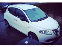 White Chrysler Ypsilon SE 2012 1.2