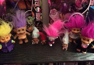 Troll doll collection 8 dolls and pencil topper