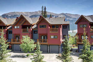 Elegant Canmore Loft Townhome