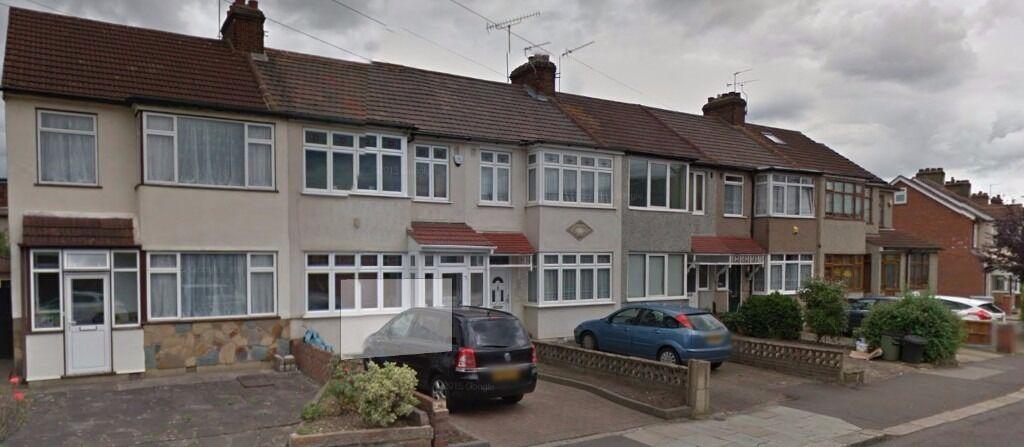 **Spacious Three bedroom house in Chadwell Heath RM6..Nice Family Home**