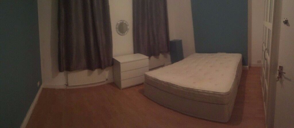 DOUBLE ROOM in Westferry! AVAILABLE NOW! 170pw