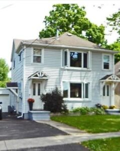 House / Income Property in Fonthill (Pelham)