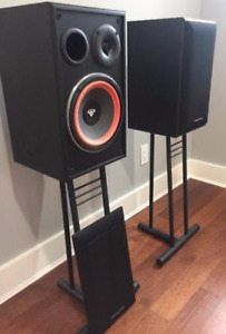 Cerwin Vega e-208's Speakers w/ stands