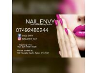Beauty room to let in busy salon. Great bridge. Threading a must.