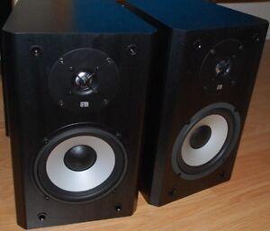 Axiom M3ti Bookshelf speakers