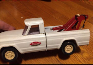 Tonka Jeep tow truck complete