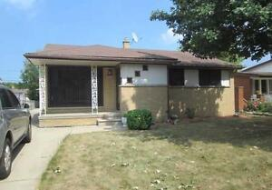 Beautiful Riverside Home 3 bed, 2 baths, 2 car garage