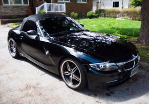 2006 BMW Z4 3.0si Convertible, GPS Navigation going into storage