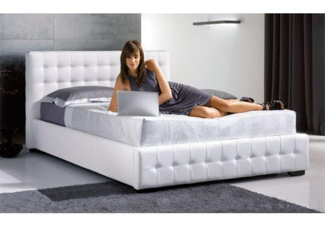 Blow Out Sale*brand New PU Modern Leather Platform Bed