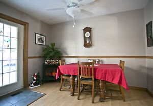 Country bungalow only minutes to Peterborough or Lindsay! Peterborough Peterborough Area image 2