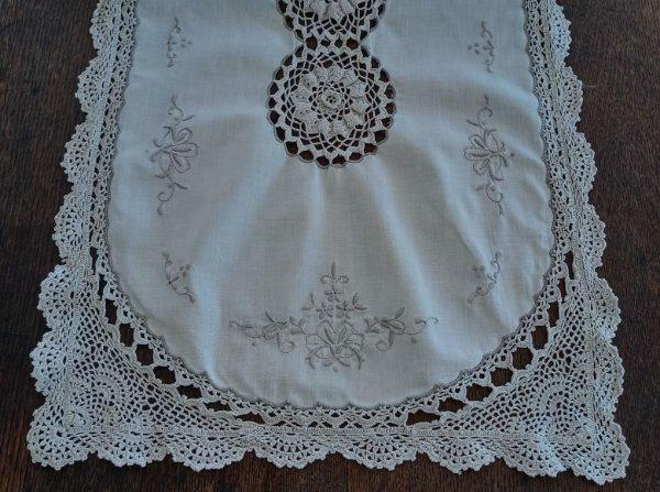 """Vintage Table Runner Irish Crochet Lace Embroidered Floral Ecru Cotton 50"""""""