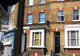Stylish Three Bedroom Flat in Kennington, 8 mins walk to Kennington and Oval Station, SE11