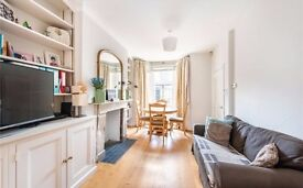 Maisonette with 3 double bedrooms and garden next to Westfield in Shepherd's Bush
