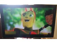 Samsung 32 inch LED TV complete with remote control for sale