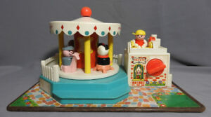 VINTAGE FISHER PRICE MUSICAL MOVEMENT CAROUSEL