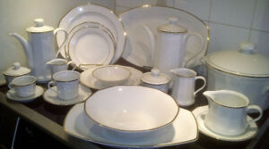"PORCELAINE SET KAHLA ""RHAPSODIE"" $41.67 (9 pc setting) FOR 12"