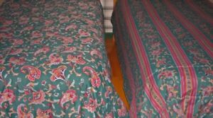 3 COUVRE-LITS/COUSSINS/VALENCE...BED COVER/CUSHIONS/CURTAIN set