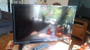 TOSHIBA 28 Inch LED Television - Like New with HDMI/USB