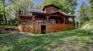 Incredible Timber Frame Lake House - Just North of Kingston