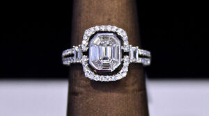 Gorgeous 18K White gold emerald cut diamond ring 1.11 carats