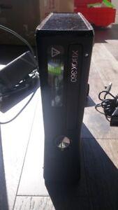 XBOX 360 Slim 4GB w Kinect, Controllers (2), AV,  5 games
