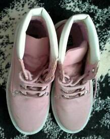 Ladies pink walking boots