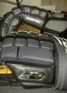 Men's 14 inches hockey gloves New condition worn 6 times max