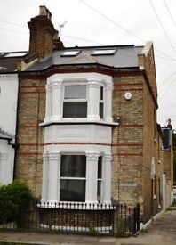 SHORT TERM LET - CHISWICK - Superb Three Bedroom Apartment