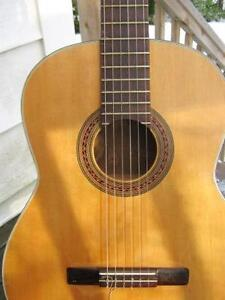 CLASSICAL GUITAR HAND MADE IN THE 60'S BY A QUEBEC LUTHIER
