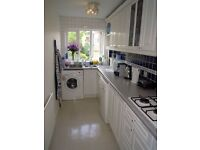 2 Double Bedroom Flat with 2 Bathrooms and HUGE LIVING ROOM!! Available immediately!!