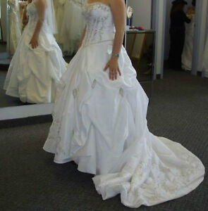 BRAND NEW NEVER USED Bridal Gown - $600 OBO