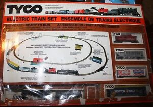 Vintage TYCO HO Electric Train Set -Chattanooga set-
