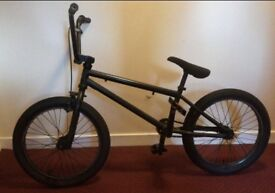 Mongoose bmx Black (pink paint covered pedals)
