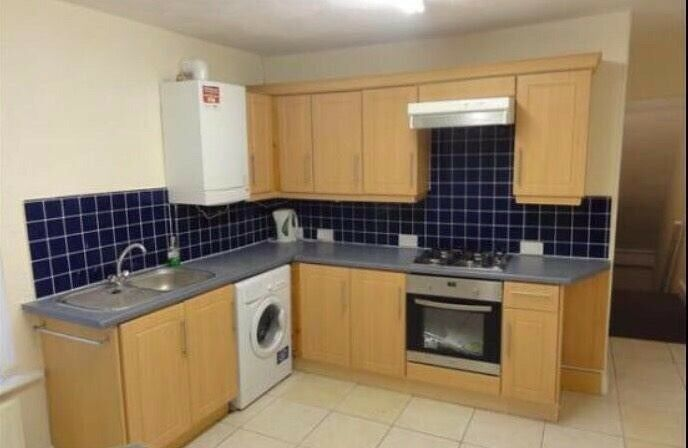 Cosy & Quite double Room to Rent in L17 ** 325£ all inclusive - no admin fees **