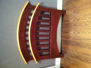 2pc twin bed set in real wood and hand made like new !!!