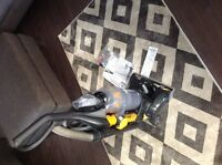 EUREKA Upright vacuum - great condition