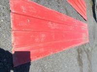 Panneaux galvanisés rouge pour cabanon (10)