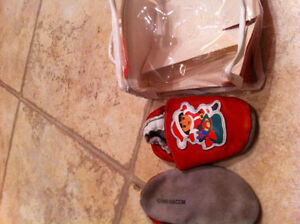 size 7-8 baby 18-24 Dora leather skidfree footlets slipper shoes