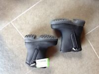 brand new black toddler snow boots size 9