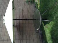 Belle table de patio et parasol
