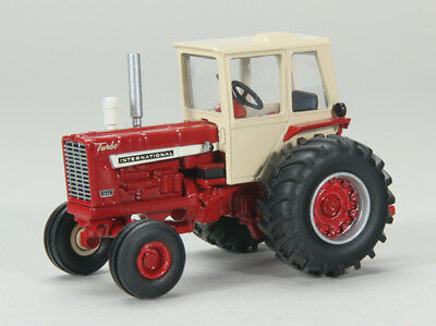 1/64 SPECCAST INTERNATIONAL 1256 2WD TRACTOR W/ CAB & 3 PT. HITCH