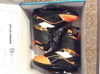BRAND NEW O'Brien wakeboard boots /bindings .... CHEAP!!!!!