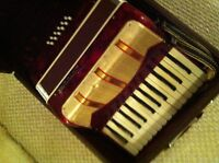 Parrot 15-key Accordion