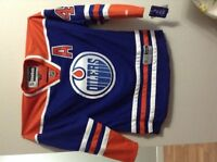 Taylor hall autograph oiler jersy, Size Large
