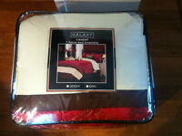 Brand New  Gorgeous Kind Size Bedding Set